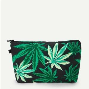 Leaf 🍃Print makeup 💄 bag